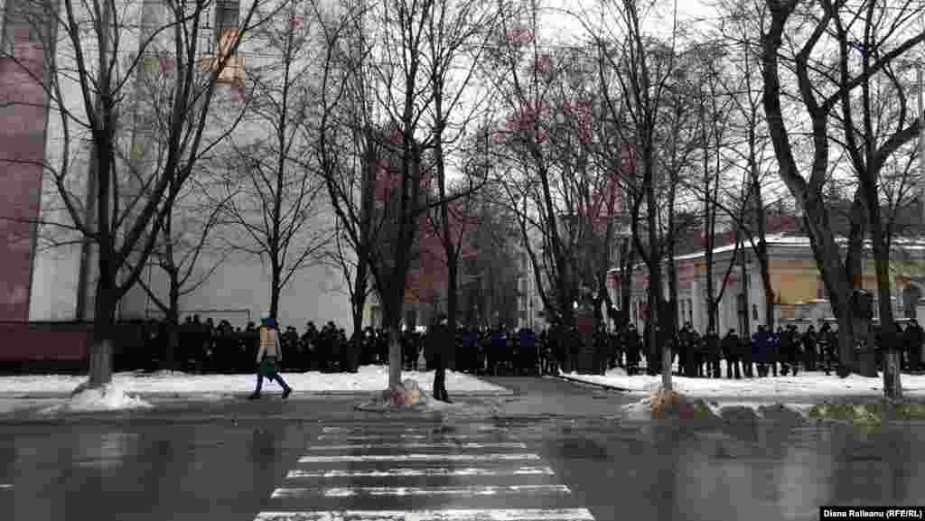 Demonstranți în fața reședinței președintelui...