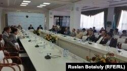 1916 жылғы ұлт-азаттық көтеріліске қатысты халықаралық ғылыми конференцияға қатысушылар. Астана, 23 маусым 2016 жыл.