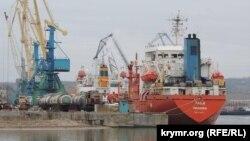 Иностранные суда в акватории Керченского рыбного порта
