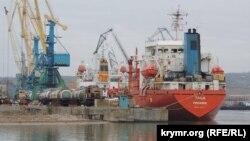 Иностранные суда в акватории Керченского рыбного порта, 2 марта 2015 г.