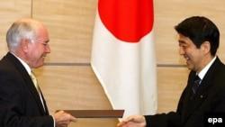 نخست وزیر استرالیا می گوید: اين همکاری امنيتی، قانون اساسی ژاپن را نقض نمی کند.