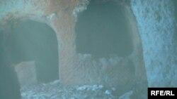أثار مثرائية في كهف بدهوك - صورة من الارشيف