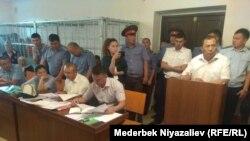Баткен облусунун прокурорунун өлүмү боюнча сот жыйындарынын бири. Ош, 7-июнь, 2019-жыл.