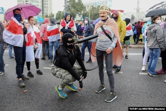 На мирном протесте против результатов выборов президента Беларуси и инаугурации Александра Лукашенко, 26 сентября 2020 года