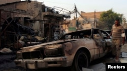 Жарылыс болған жердегі автокөлік қаңқасы. Бағдат, 16 қыркүйек 2013 жыл. (Көрнекі сурет)