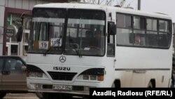 Avtobus. Yazıya illüstrasiya