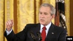 جورج بوش می گوید در زمان کنونی مذاکره با ایران نتیجه بخش نخواهد بود