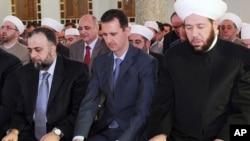 Башар Ассад (в центре)