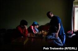 Арман Абдуллаханов во время тренировки по шахматам. 11 июня 2019 года.