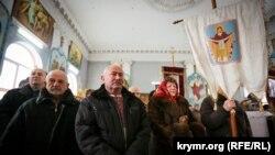 Kiyev patriarhatınıñ Ukrain ortodoks kilsesiniñ dindarları Milât bayramında Qırımda barışıq olması içün dua ettiler