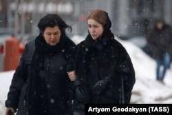 Адвокат Ирина Повереннова (слева) и Софья Апфельбаум
