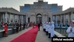 """Церемония открытия медицинского центра """"Истиклол"""" в Душанбе"""