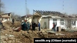 Принудительное выселение жителей из своих домов на массиве Укчи-Алмазар в Шайхантахурском районе города Ташкента.