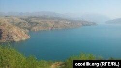 Чарвакское водохранилище в Бостанлыкском районе Ташкентской области.