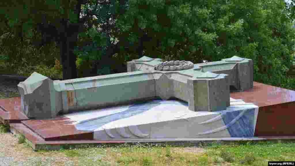 У 2010 році з даху Свято-Нікольського храму впав кам'яний хрест. Згодом на храмі встановили новий хрест, а старий лежить поруч на спеціальному постаменті
