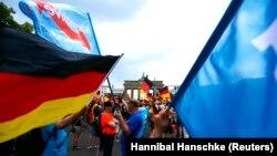 Suporterii AfD, într-o acțiune de protest la Berlin, 27 mai 2018