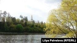 У берега Москвы-реки в Серебряном Бору.