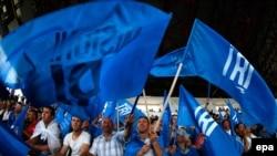 Mbështetës të Partisë Demokratike të Kosovës, fotografi nga zgjedhjet e 8 qershorit.