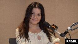 Nelly Sambriș în studioul Europei Libere