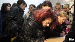 Собирање потписи за Заев да се прогласи за велепредавник.