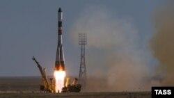 «Прогресс М-28 М» жүк кемесі тиелген «Союз-У» зымыран-тасығышының Байқоңырдан ұшырылған сәті. 3 шілде 2015 жыл.