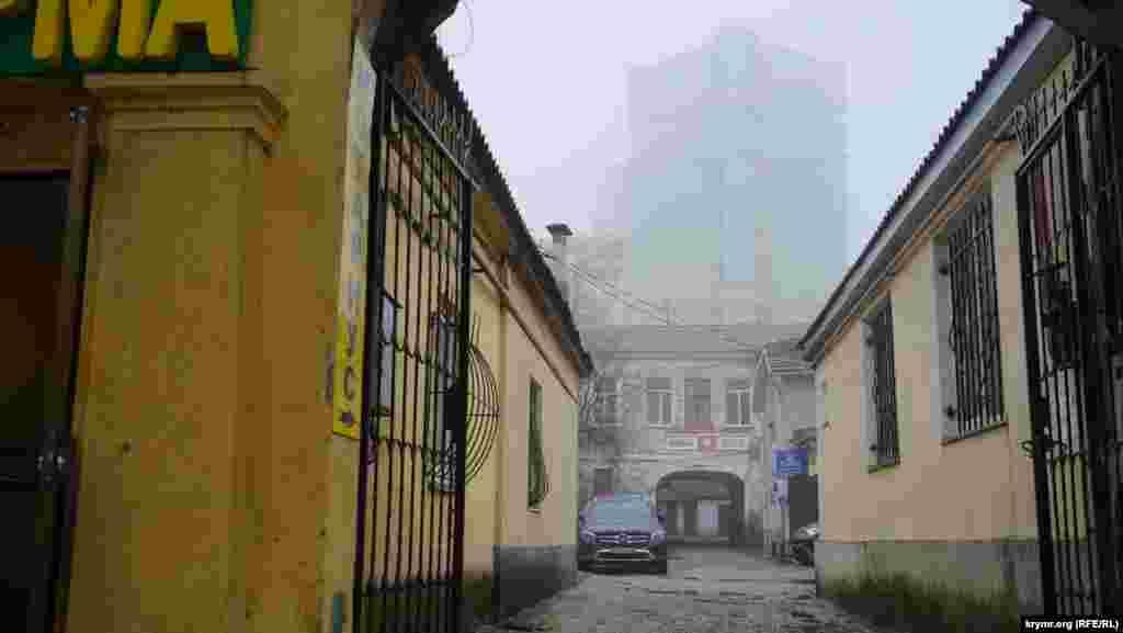 Старий дворик на вулиці Гоголя