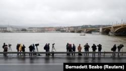 دو قایق تفریحی زیر این پل در شهر بوداپست تصادف کردند