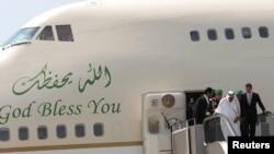 Saud Arabystanyň patyşasy Abdullah bin Abdyl Aziz bilen Siriýanyň prezidenti Başer al-Assad Beýrutdaky halkara aeroportda, 30-njy iýul, 2010-njy ýyl.
