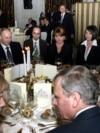 Recepția de la summit-ul NATO găzduit de România: George W. Bush, în dreapta stând de vorbă cu Angela Merkel și Vladimir Putin, al doilea din stânga. 3 aprilie 2008, București