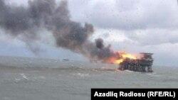 Каспий теңізінде орналасқан мұнай платформасындағы өрт. Әзербайжан, 5 желтоқсан 2015 жыл.