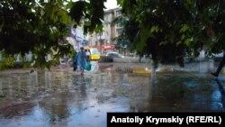 Дождь в Симферополе в августе 2021 года