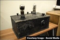 Первый массовый ламповый радиоприемник. Музей радио и радиолюбительства имени Э. Т. Кренкеля (Москва)