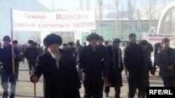 И.Исаковду Алайдагы жердештери колдоп чыкты, 11-январь, Гүлчө.