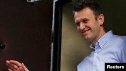 Алексей Навальный у Бабушкинского суда, 22 апреля 2014 года