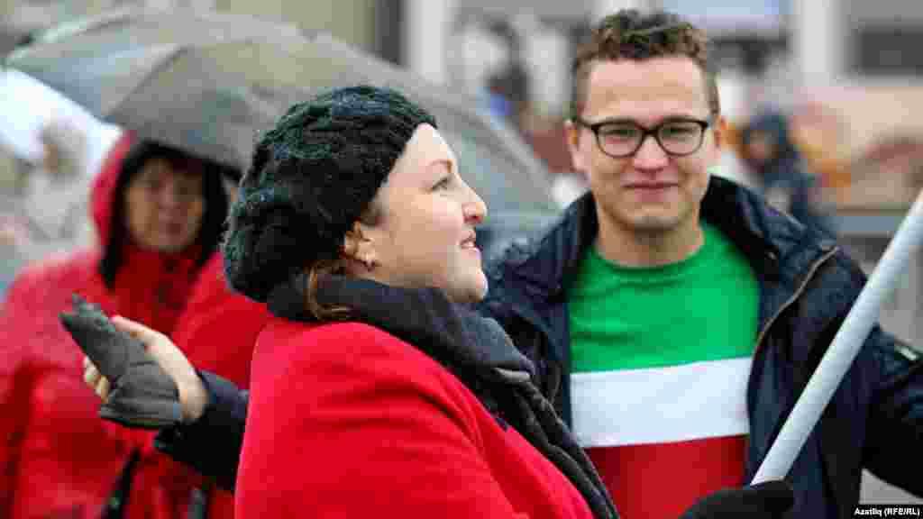 Журналист Римма Бикмөхәммәтова һәм Татар яшьләре форумы рәисе Тәбриз Яруллин