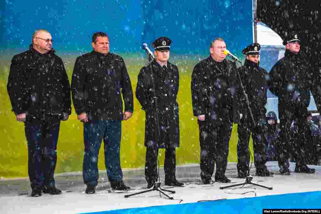 Серед тих, хто виголошували промови, були міський голова Дніпропетровська Борис Філатов та заступник голови Національної поліції України Олександр Фацевич