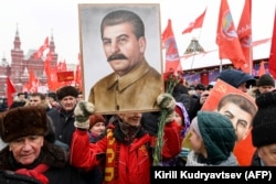Російські комуністи відзначають 139-річчя від дня народження Сталіна на Красній площі у Москві, 21 грудня 2018 року