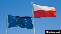Флаги Евросоюза и Польши.