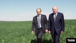 Егор Строев и Владимир Путин осматривают Орловскую область.