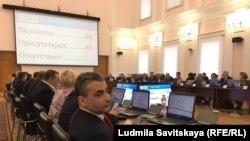 Лев Шлосберг на заседании Заксобрания в Пскове