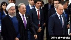 Իրանի նախագահ Հասան Ռոհանին, Ղազախստանի նախագահ Նուրսուլթան Նազարբաևը, Ռուսաստանի նախագահ Վլադիմիր Պուտինը BRICS, Եվրասիական տնտեսական միության և Շանհայան համագործակցության կազմակերպության գագաթնաժողովի ժամանակ, Ուֆա, 9-ը հուլիսի, 2015թ․