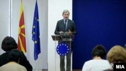 Архивска фотографија- Еврокомесарот Јоханес Хан во посета на Македонија,14.10.2016
