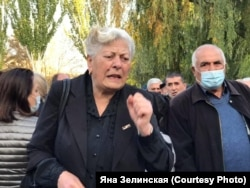 На митинге у здания парламента Армении, Ереван, 10 ноября 2020 года