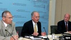 "članovi ""trojke"" za Kosovo, Wolfgang Ischinger (EU), Frank Wisner (USA) i Aleksandr Botsan-Kharchenko (Rusija)"