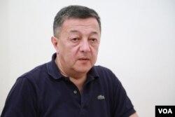 """""""Ayna-Zerkalo"""" qəzetinin baş redaktou Elçin Şıxlı"""