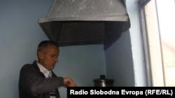 Адем Рамадани, сопственик на ќебапчилница во кумановското село Ваксинце