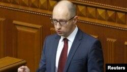 Украина премьер-министрі Арсений Яценюк парламентте сөйлеп тұр. Киев, 17 маусым 2014 жыл.