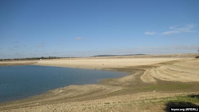 В Крыму мельчает Белогорское водохранилище:  уже начали погибать пресноводные моллюски [Фото] фото 1