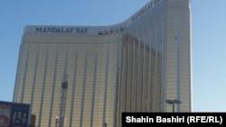 محل تیراندازی در هتل، پنجرههای شکسته که تیراندازی از آن انجام شده در تصویر مشخص است