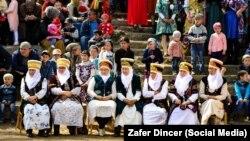 Кыргызстандык аялдар Нооруз майрамында. Зафер Динсердин сүрөтү.
